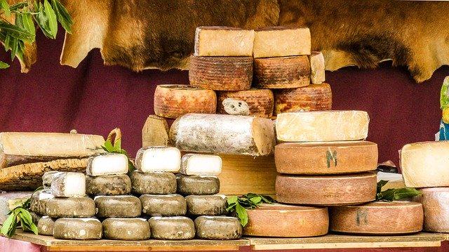 ovčí sýr a kozí sýr.jpg