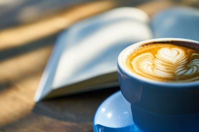obrazec v kávě